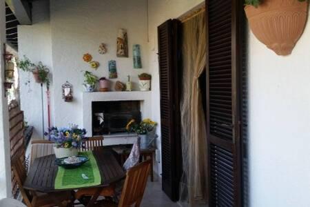 Porzione di villetta con giardino privato - Apartment