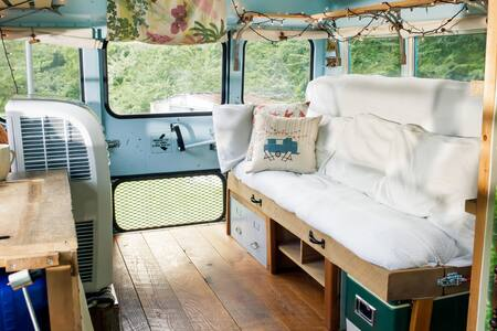Pet Friendly Converted Short Bus, East Nashville - Nashville - Camper/RV