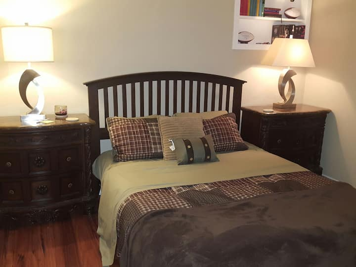 Comfy Bed only 2 Miles from AT&T, Ballpark & More