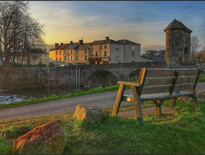 Prime location flat on the old Monnow bridge