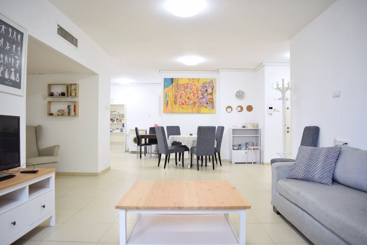 Central TLV 3 Bedroom Spacious Apartment w/Doorman