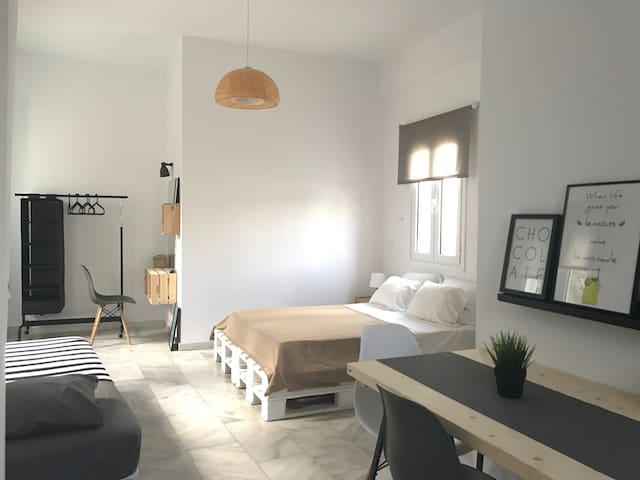 Quiet & Minimal Downtown Studio - Tinos - Apartment