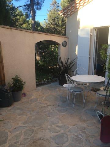 Studio dans villa avec piscine - Rognac - Maison