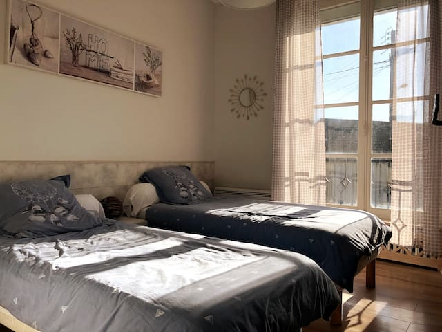 Chambre 3 : 2 lits double 2 single bed