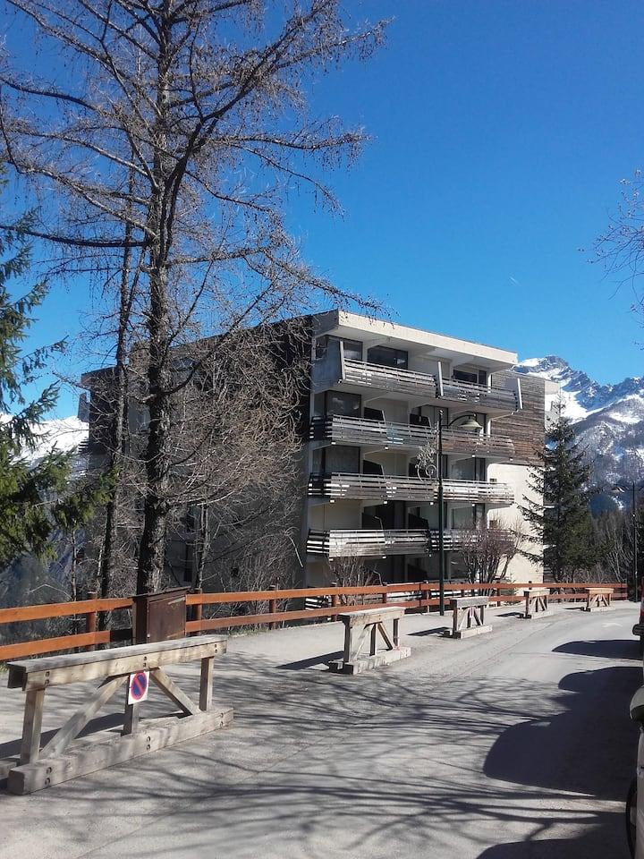 1 studio flat in Praloup, 50m away from ski slopes