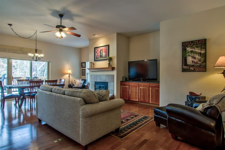 Geneva Cove Condo by Innsbrook Vacations