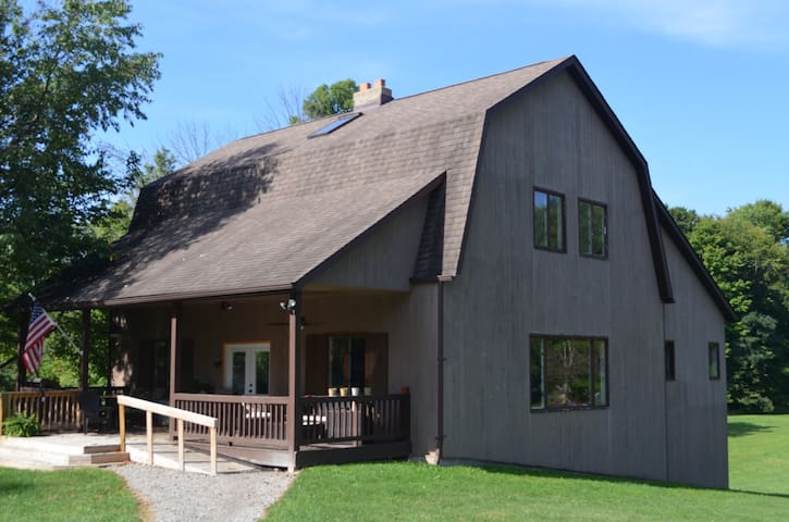 Rustic, spacious w/acres for lg groups or events - Ravenna - Domek gościnny