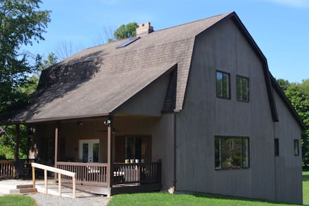 Rustic, spacious w/acres for lg groups or events - Ravenna