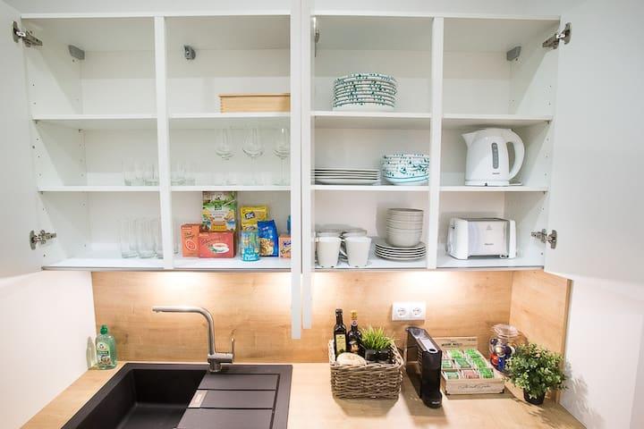 ausgestattete Küche - equipped kitchen