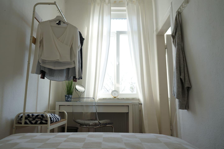 Zimmer aus Bettperspektive