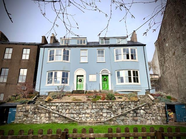 Private Room/Stylish Apartment -Victorian Quarter