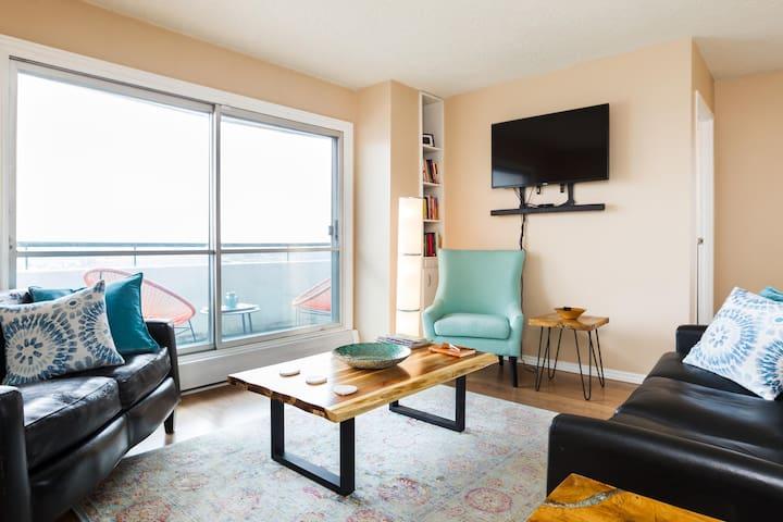 Luxury 2-Bedroom Downtown Suite