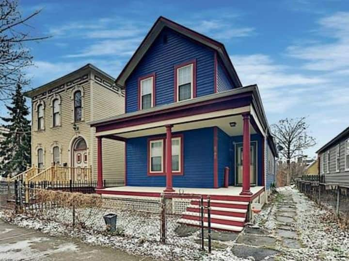 Large Beautiful Cle Home in the Heart of Ohio City