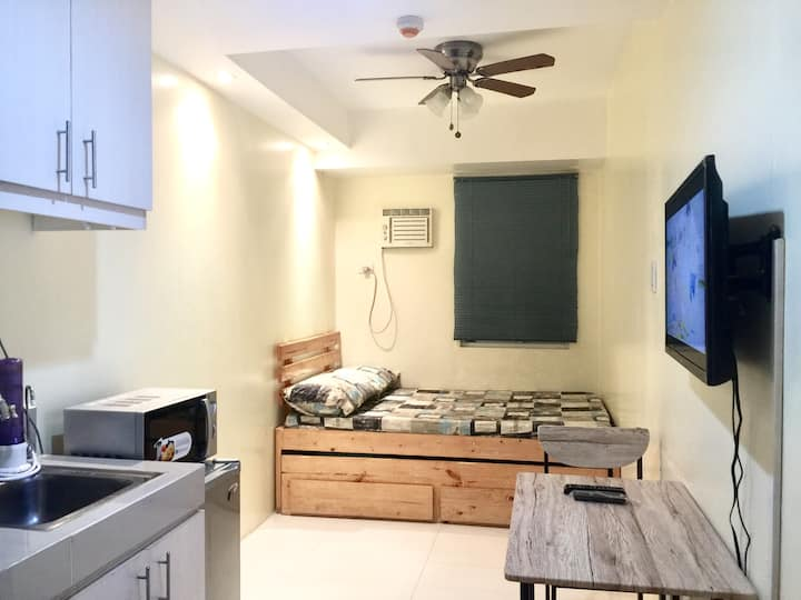 1008 Couple staycation Netfix and WiFi Quezon City