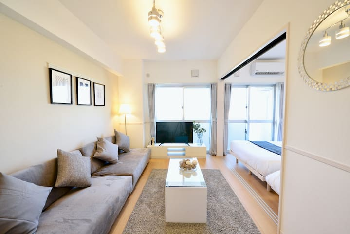 Reasonable/MAX8guest/15min to American Village/CB1