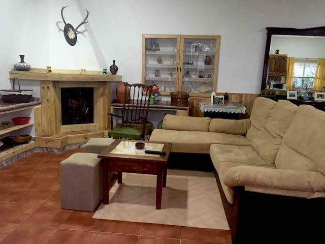 Casa con apartamento rústico en Almodóvar
