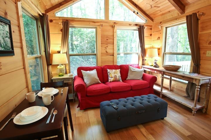 Red Fox Retreat in Happy Fox Hollow - Brevard - Cottage