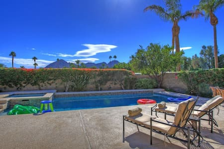 INDIAN WELLS POOL HOME-Great place for family and friends to swim, dine & relax.