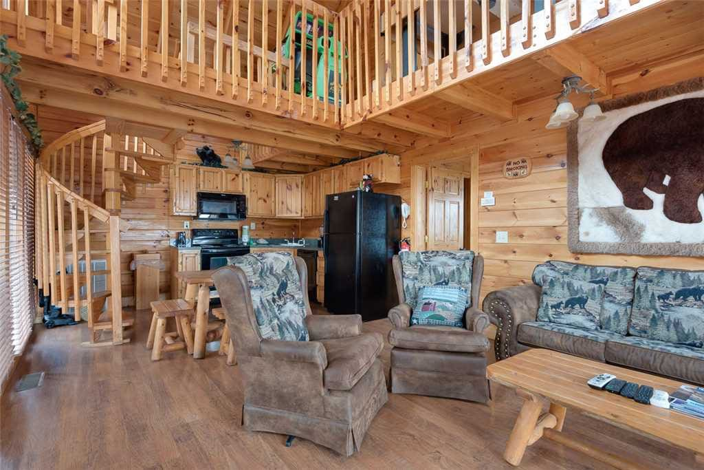 Bear in the trees cabins for rent in gatlinburg for Large cabin rentals in tennessee