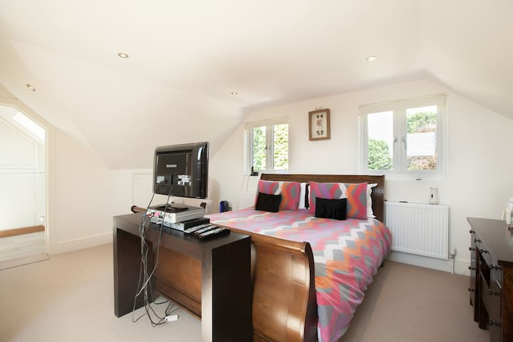 Spacious Ensuite Loft room