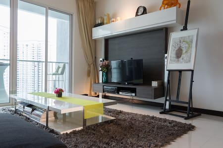 New Designer Sea View Condo - Perfect for Holiday! - Gelugor
