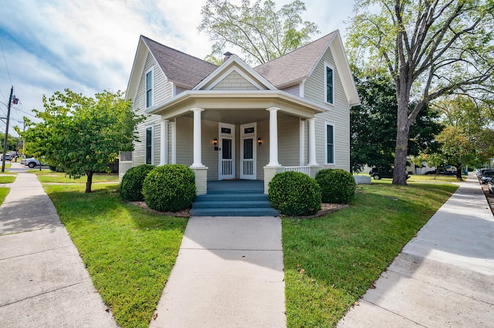 "OZARK MAGNOLIA"" - BUILT CIRCA 1877! - Walk to Square and River!"
