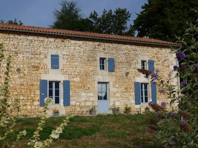 Grand gîte familial en limite Charente Dordogne - Grassac - บ้าน
