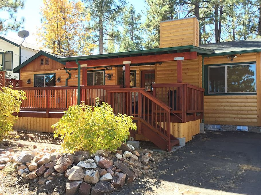 Warm and inviting lake pines cabin cottages for rent in for Log cabins in big bear