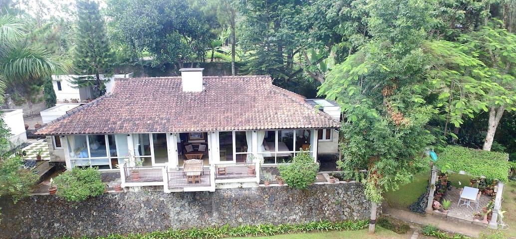 Villa Lembang MW100