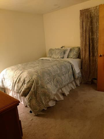 Dover - Comfy Full Size Bed in Furnished Room.