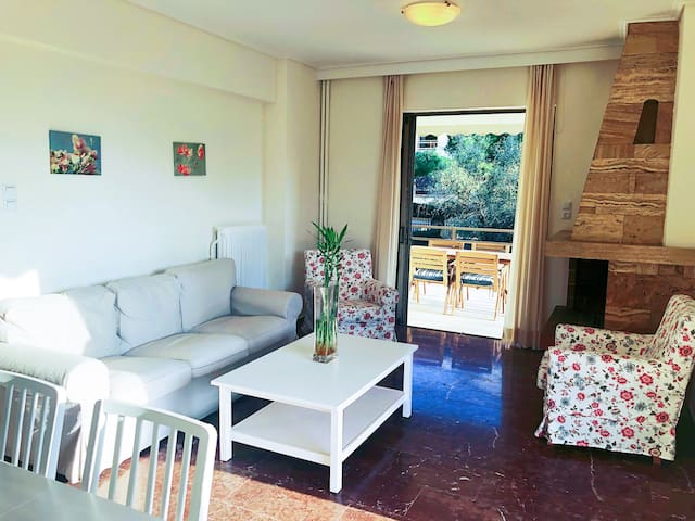 Two bedroom Quite Convenient Apartment in Glyfada