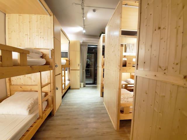 途中台東青年旅舍背包客:10人混合房