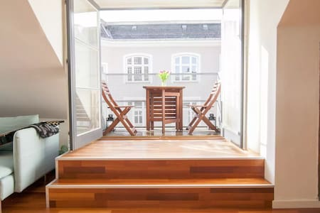 Private Room in Charming and Spacious Penthouse - København