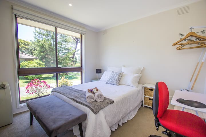 Quiet +chic room close to Yarra Valley & Transport