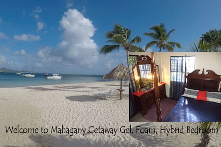 Mahogany Getaway AC/WiFi-Bus-Cable-OpenForGuest