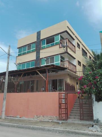 Apartamento amoblado frente al mar - Puerto López - Huoneisto
