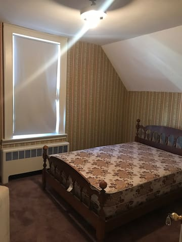 Private Room for short stays/Minutes from Downtown
