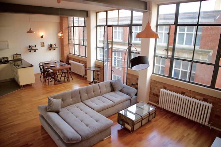 Luxury, Stylish City Centre Apartment-Free Parking
