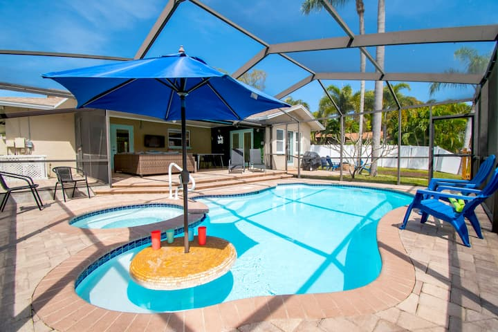 SPARKLING Modern Pool/Spa Home- Minutes to beach!