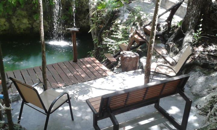 Villa La Cueva del Tapir con Cenote Privado.