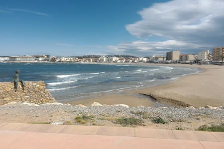 Chambre privée 150 de la plage et toutes activités - L'Escala