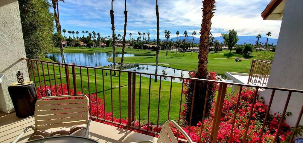 PRIVATE RM Palm Desert Fairway/Mntn/Lake & Pool!