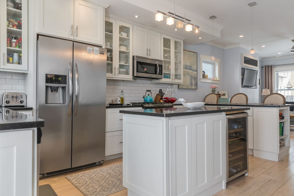 Walk to the local market and make yourself a gourmet meal in the large fully equipped kitchen.