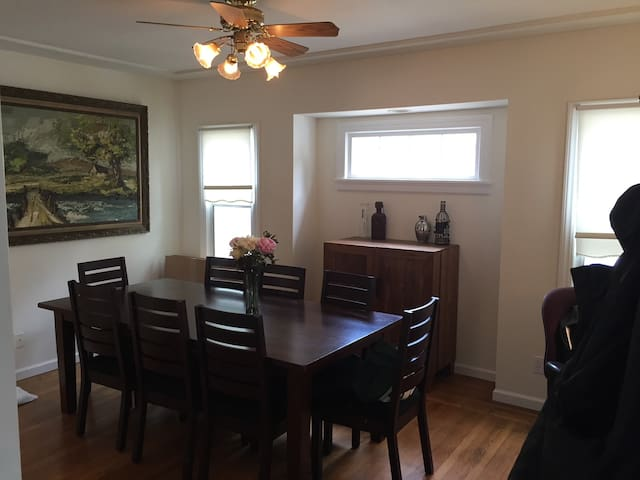 Dinning Room with Bar