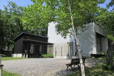 1棟丸ごと。森の中のレンタルハウス