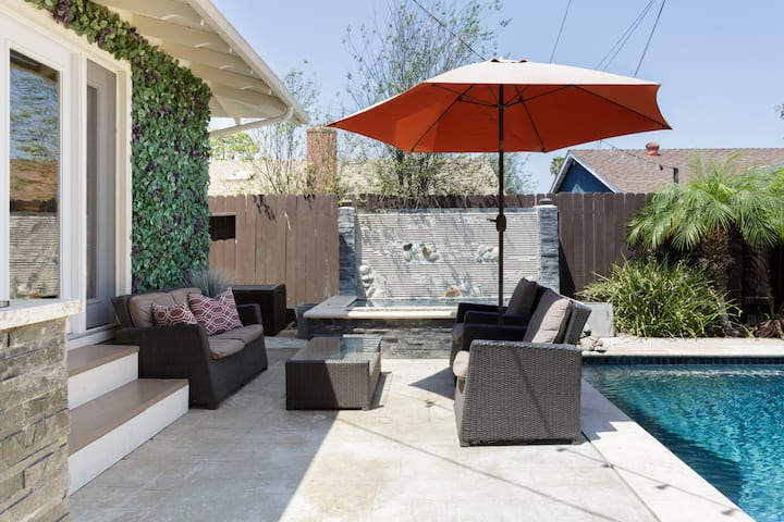 Relaxing and Quiet Poolfront Bungalow