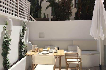 Elegant, peaceful open plan appt. Palma old town - Palma - Loft