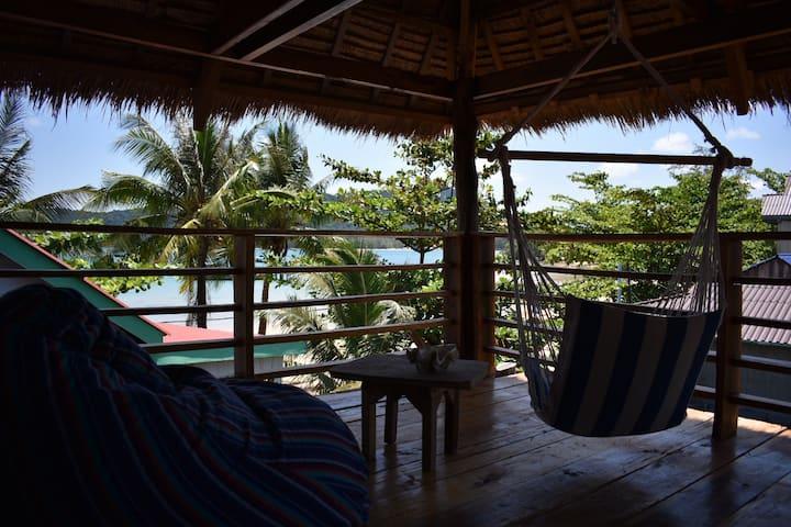 Beach House 'Penthouse' Sleeps 2-4 AirCon HotShowr
