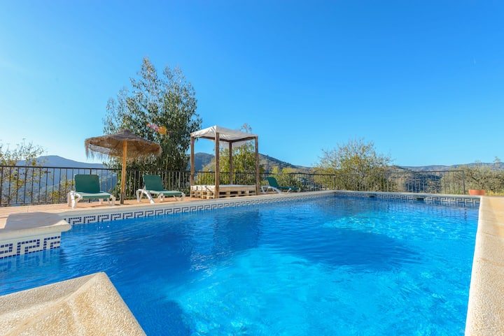 Villa/BBQ/private pool/wifi/aircon/walk to bar!