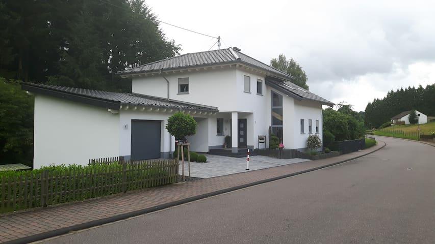 Ferienwohnung am Eifelsteig / Wander & MTB Service - Zemmer - Wohnung
